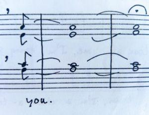 Leven na de dood, geïllustreerd door een detailfoto van twee notenbalken met drie maten waarin de toon drie maten wordt vastgehouden, waaronder de tekst met de hand geschreven: 'you.'